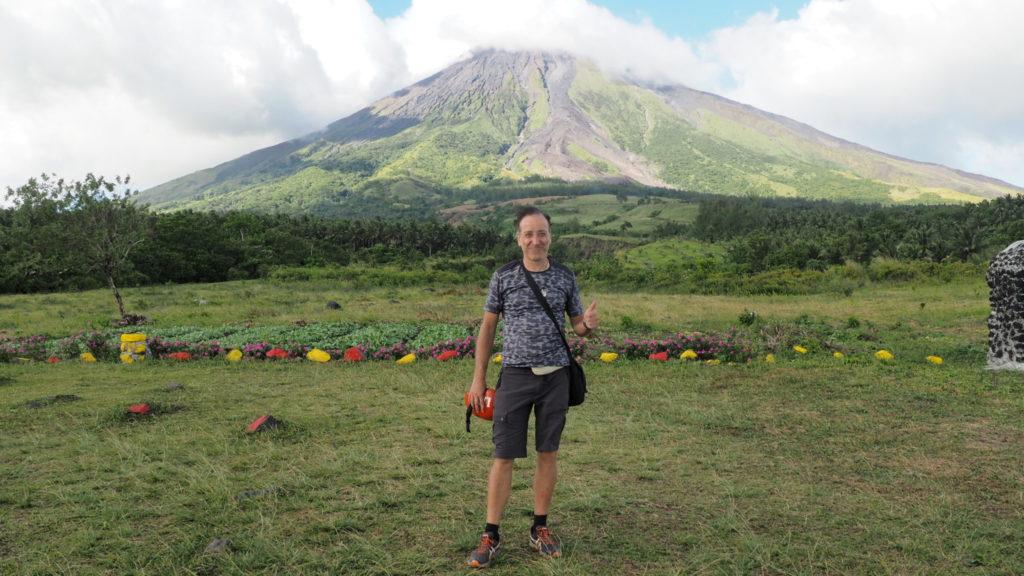 Green lava en quad (762 mètres), on s'approche du sommet du Mont Mayon.